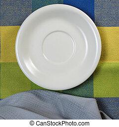leerer , weiße platte, auf, holztisch