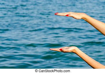 leerer , weibliche frau, hand holding