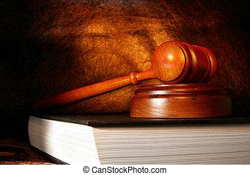 legal, martillo, en, un, libro de derecho