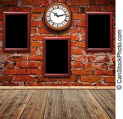 lege, foto lijst in, en, horloge, tegen, een, baksteen muur, in, oud, kamer