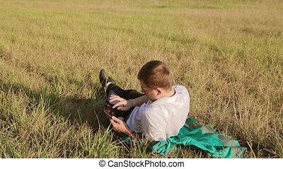 legelészés, fiatalember, internet