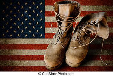 leger, laarzen, op, zanderig, vlag, achtergrond