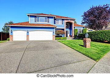 leggero blu, esterno casa, con, mattone, rifilare, e, tetto tegola