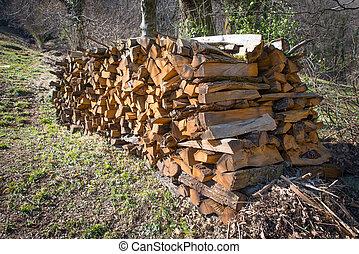 legna ardere, accatastato