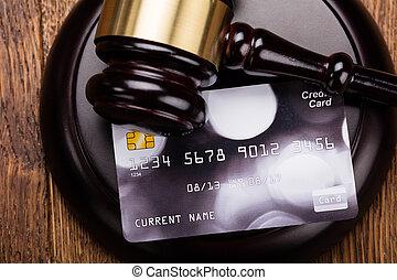 legno, carta credito, martelletto