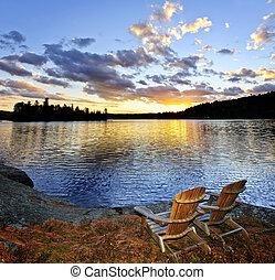 legno, sedie, a, tramonto spiaggia