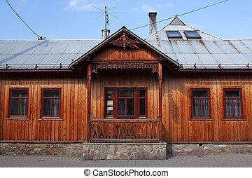 Legno vecchio tetto abbaino immagini d 39 archivio cerca for Casa in legno tradizionale