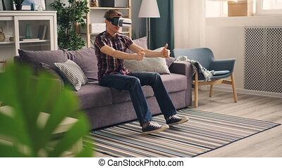 legs., conduite, séance, voiture, concept., insouciant, réalité virtuelle, jeu, en mouvement, loisir, étudiant, mains, amusement, maison, sofa, courses, jouer, lunettes