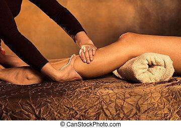 legs massage technique in spa