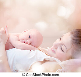 lei, abbracciare, neonato, madre, bambino, baciare, felice