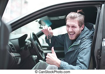 lei, chiavi, esposizione, automobile., uomo nuovo