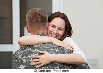 lei, felice, abbracciare, marito, moglie