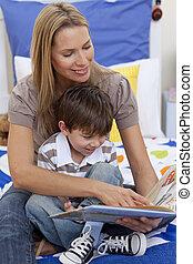 lei, madre, libro, lettura, figlio