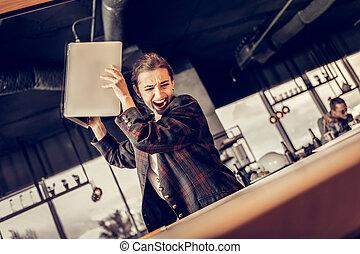 lei, ufficio, laptop, lavoratore, lancio, andare, arrabbiato