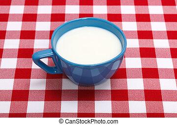 leite, em, azul, copo