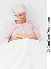 leitura mulher, cama