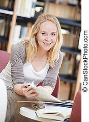 leitura mulher, livro, em, biblioteca