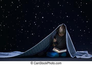 leitura, sob, a, cobertor