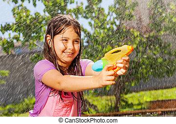 lek, nöje, vatten, flicka, strid, gevär, bestämd