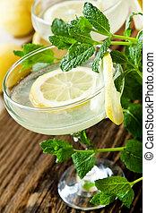 Lemon Coctails - Lemon Coctail Glasses with Lemon Slices and...