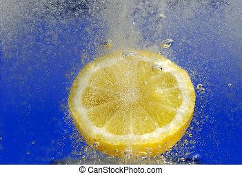 Lemon in fizzy drink - Image shows a lemon dropped in a...