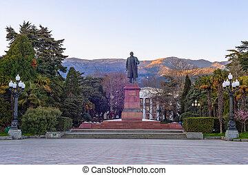 Lenin monument, sunset, Yalta, Crimea - Lenin monument in ...
