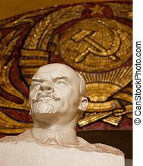 Lenin statue in Moscow underground - Statue of communist ...