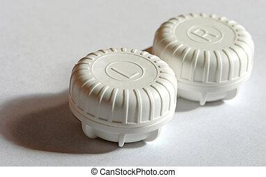 Lense case - A box for contact lenses. Image contains a...