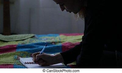 lent, adolescent, elle, séance, étudiant, écrit, bed., jeune, mouvement, quoique, femme, triste, journal, experiences.