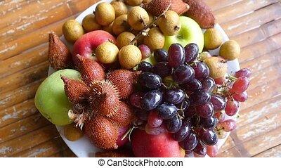 lent, arrangé, sommet bois, motion., bol, fruit tropical, délicieux, vue., table., 1920x1080