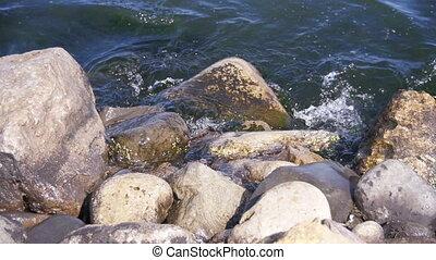 lent, battement, contre, rochers, mouvement, mer, vagues