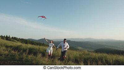 lent, cerf volant, campagne, printemps, sommet, motion., ensoleillé, day., courant, colline, amusez-vous, main., voler