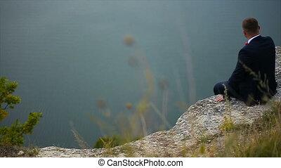 lent, falaise, mouvement, bord, assied, homme