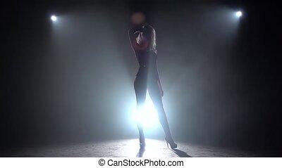 lent, fumée, motion., silhouette., swimsuit., poser, fond, top model noire