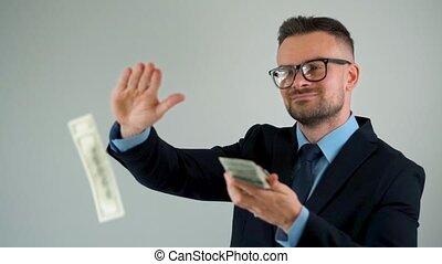 lent, habillé, homme, scatters, factures, autour de, lui, confection, formellement, argent, dollar, pluie, mouvement