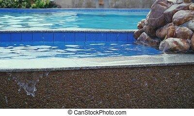 lent, jardin, irrigation, entouré, paradis, privé, mouvement, luxe, water., piscine, natation