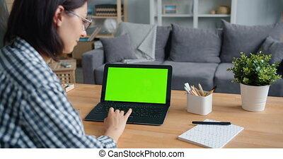 lent, maquette, ordinateur portable, mouvement, personne, informatique, vert, utilisation, maison, écran