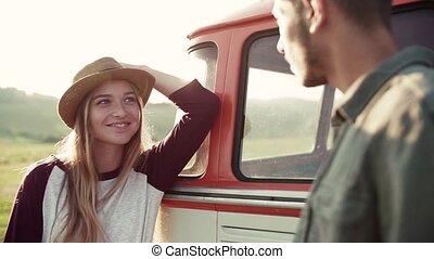 lent, parler., campagne, couple, motion., jeune, roadtrip, par