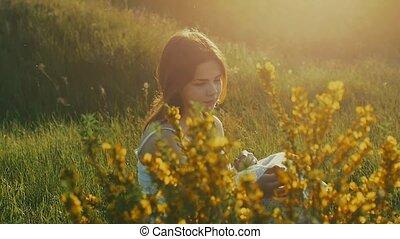 lent, séance, jaune, mouvement, couleurs, vidéo, jolie fille