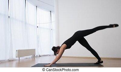 lent, triangle, mouvement, pilates, augmentations, leg's, ...