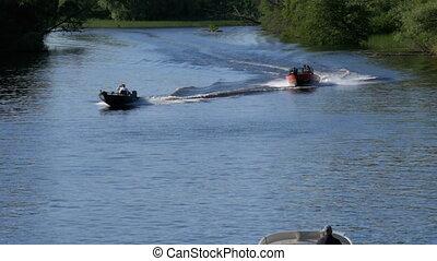 lent, voile, gens, mouvement rapide, moteur, long, bateau rivière