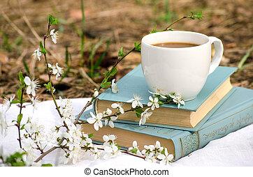 lente, stilleven, met, boekjes , en, koffie