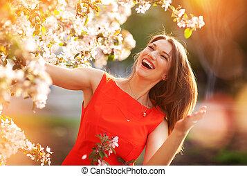 lente, vrouw, bomen, vrolijke