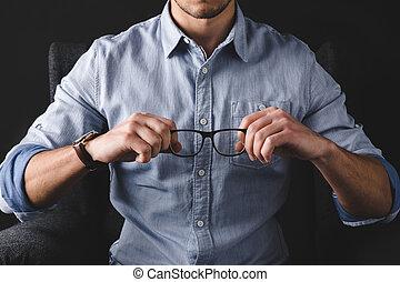lentes, tenencia, hombre