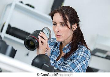 lentille, femme, appareil photo, tenue