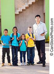 leraar, en, basisschool, scholieren