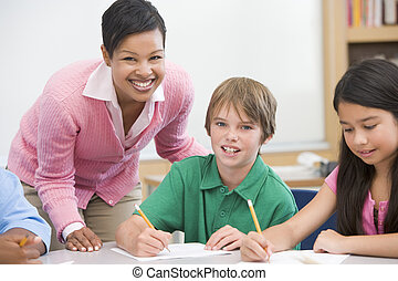 leraar, en, pupil, in, basisschool, klaslokaal