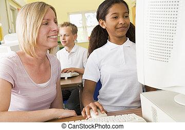 leraar, en, schoolgirl, studerend , voor, een, school, computer