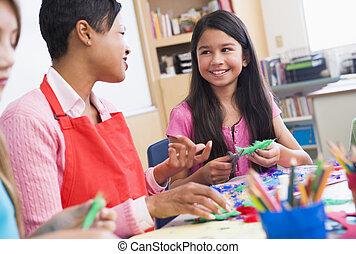 leraar, en, student, in, kunst brengen onder, (selective, focus)