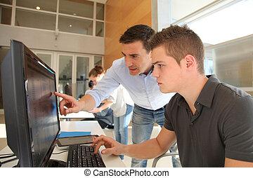 leraar, en, student, werkend aan computer
